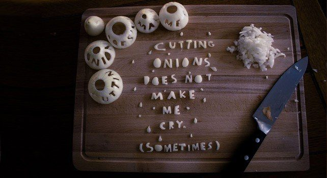 How to stop crying after cutting onions