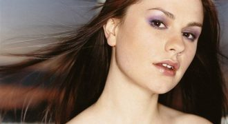 Anna Paquin Facts