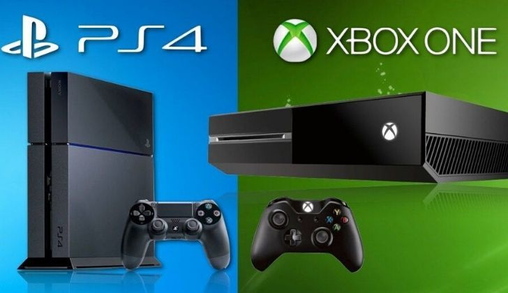 A picture showing the PlayStation 4 and Xbox One side by side.