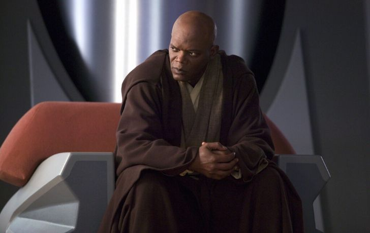 Mace Windu sat with his hands clutched together