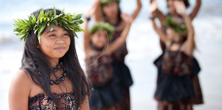 Only people with Hawaiian ancestry are considered to be Hawaiians.