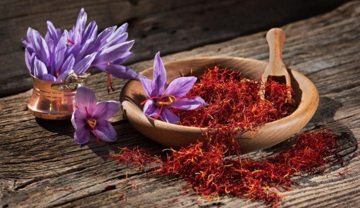 A bowl of saffron spice
