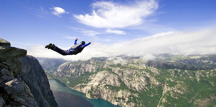 Base Jumping - Deadliest Sports
