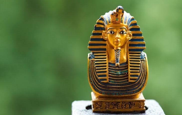 Tutankhamun model sitting on a table