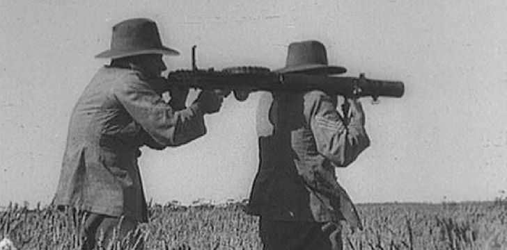 Australian soldiers carrying a gun for the war on emu's