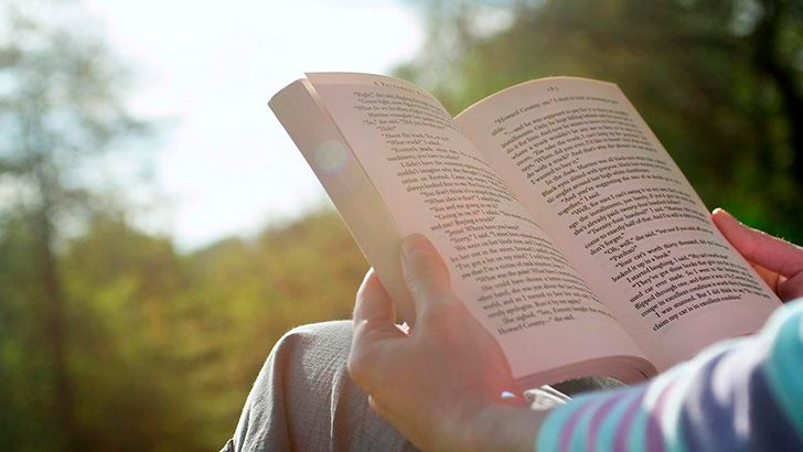 People read faster or slower depending what they read from.