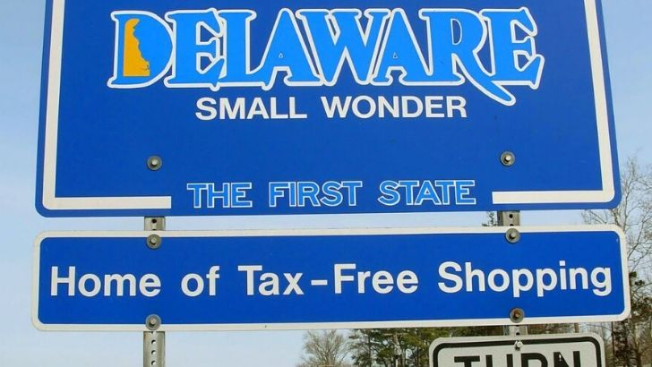 A welcome to Delaware sign.
