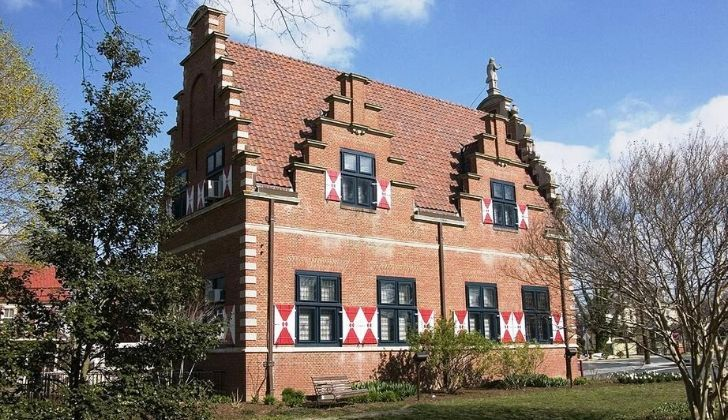 A picture of the Zwaanendael museum.