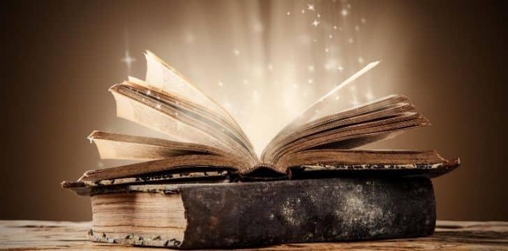Eski bir kitap içinden çıkan sihirli yıldızlarla açılıyor