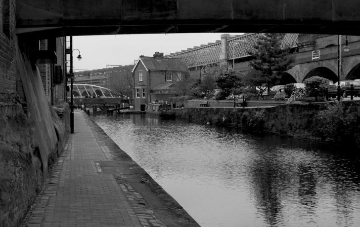 Black and white photo of canals in Manchester, England