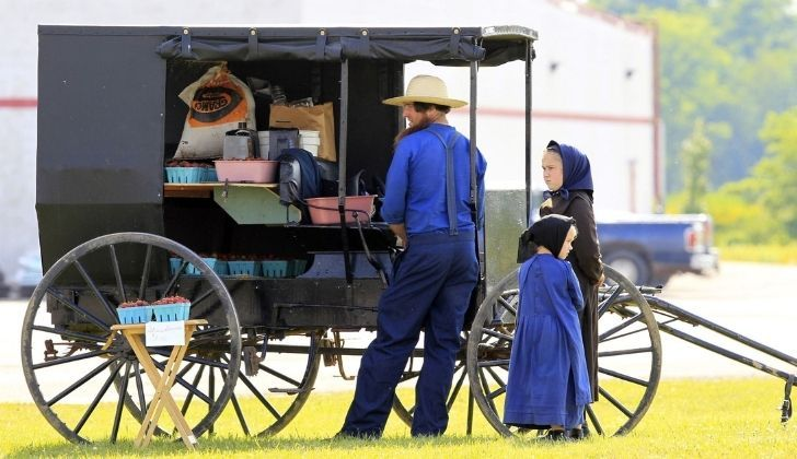 An Amish family wearing traditional Amish clothing