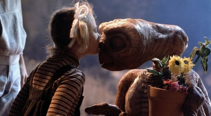 Gertie kissing E.T. on the face