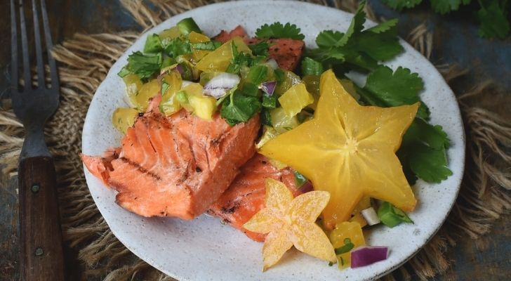 Cooked salmon with salad and star fruit