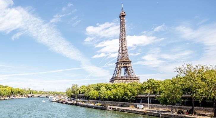 The Eiffel Tower changes with the weather