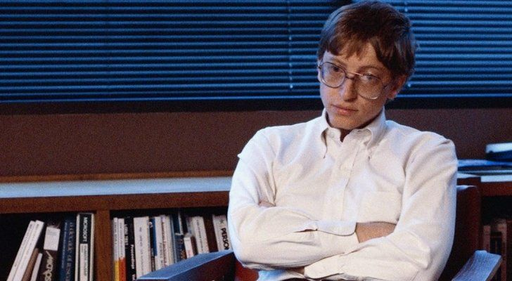 Bill Gates as a teenager with his arms crossed