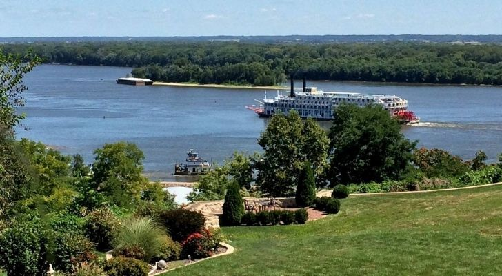 A boat travelling across the Mississippi River River